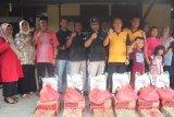 Kapolres Inhil bersama Marlis Syarif bantu korban kebakaran Asrama Polisi