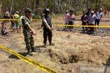 Warga geger, bom latih TNI AU berbobot 125 kilogram jatuh dan menancap di perkebunan tebu