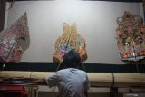 Place for Indonesia's shadow puppetry in gleaming world of youth.