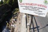 Membersihkan sungai Jenes dari sampah