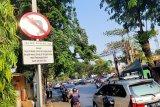 Oknum aparat bermobil pribadi langgar ganjil-genap  Jalan Pramuka