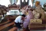 Sungkem ke orang tua, anggota DPRD Banjarmasin diminta jangan korupsi