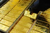 Harga emas berjangka berbalik naik 0,23 persen setelah turun empat hari beruntun