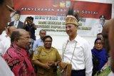 Mensos salurkan Rp7,3 miliar untuk korban demo anarkis di Papua dan Papua Barat