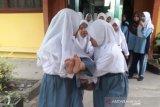 Karhutla Riau - Empat siswi SMA Dumai kolaps diduga akibat asap Karhutla