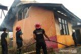 Gedung Sekolah Dasar di Dharmasraya terbakar, dua unit mobil Damkar dikerahkan padamkan api