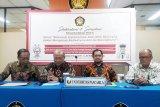 Kepala Lembaga Hubungan Kerja Sama Internasional UP Prof. Eddy Pratamo, Rektor UP Wahono Suamryono,Ketua Pusat Studi Pancasila UP Hendra Nurtjahyo, (kiri ke kanan) ketika menggelar sarasehan bersama media membahas isu radikalisme dan separatisme.