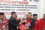 Maju Pilbub Kuansing, Suhardiman Amby serahkan berkas pendaftaran ke PDIP