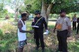 Brimob Kepulauan Riau dan Polisi Sentani sambangi warga