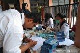 551 mahasiswa baru Stikes Mandala Waluya jalani tes urine