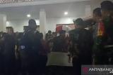 Jasad Habibie dibawa mobil jenazah menuju ke rumah duka di Kuningan