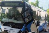 Bus TransJakarta tabrak separator di S Parman akibat pengemudi kurang kosentrasi