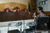 Jaksa KPK menghadirkan dua tersangka suap imigrasi ke persidangan Liliana