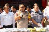 Penyelundupan pakaian bekas Ilegal dari China digagalkan polisi