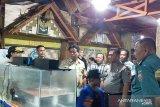 Bupati Gaghana kunjungi stand pameran di pelabuhan Tahuna