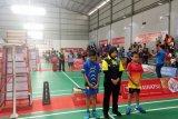 Atlet-atlet bulu tangkis di Makassar mengheningkan cipta untuk BJ Habibie