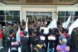 Ratusan pendemo pertanyakan  pembangunan RSUD Baturaja terbengkalai