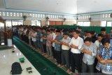 BJ Habibie wafat - Dosen-mahasiswa UNM gelar salat gaib untuk BJ Habibie
