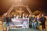 Wartawan Kolaka Nyalakan Seribu Lilin Mengenang Tokoh Kebebasan Pers