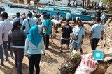 Perhubungan Sorong menggelar bersih laut dan pantai