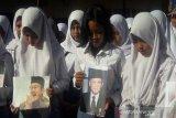 BJ Habibie wafat-Pelajar di Temanggung doa bersama untuk B.J. Habibie