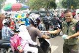Kualitas udara memburuk, Pemkab Tanah Datar bagikan masker gratis