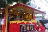 Ayo coba sensasi Food Truck di Padang sambil mejeng (Video)
