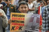 Aksi unjuk rasa di depan KPK diikuti remaja dibawah umur
