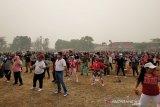 Senam massal Haornas di tengah kepungan asap