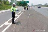 Kecelakaan Tol Jagorawi,  mobil APV sempat terguling 50 meter setelah pecah ban