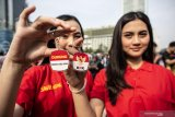 Srikandi Cinta Tanah Air bagi-bagikan gantungan kunci dukung revisi UU KPK