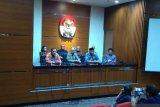 Erry Riyana sebut pimpinan KPK tak ada yang mundur, Saut Situmorang diberi cuti dua minggu