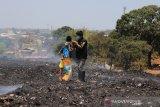 Relawan ACT-MRI Sulsel bagikan masker di TPA Antang Makassar