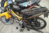 Tak terima ditilang, pengendara ini bakar sepeda motor sendiri