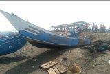 Perahu nelayan dihantam gelombang, dua nelayan masih hilang