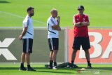Diego Simeone bahagia, Mauricio Sarri termenung