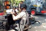 Gegana amankan pipa besi diduga bom dari depan Pendopo Gubernur NTB