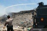 Polda Sulsel kerahkan tiga water canon padamkan api TPA Antang