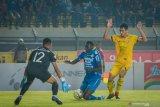 Pelatih Persib sebut Eze gagal penalti sebab protes lawan buyarkan fokus