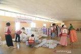 PMI Palu distribusikan ratusan paket bantuan  untuk korban likuefaksi