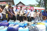 Droping 80 ribu meter kubik air bersih, bantu ribuan warga belasan kecamatan