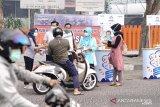 Bulog Riau-Kepri bagikan 2.000 masker bagi warga Pekanbaru