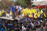 Pengunjuk rasa dari PMII terlibat aksi saling dorong dengan polisi di depan gedung KPK