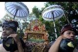 Sejumlah warga mengikuti pawai seni budaya Mahabandana Prasadha 2019 di Denpasar, Bali, Jumat (20/9/2019). Kegiatan tersebut diselenggarakan untuk memeriahkan peringatan 113 tahun Perang Puputan Badung yang merupakan pertempuran masyarakat Badung hingga titik darah penghabisan melawan Belanda pada tahun 1906. ANTARA FOTO/Fikri Yusuf/nym.