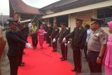 Polisi Agam laksanakan upacara pedang pora sambut-lepas kapolres