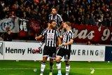 Twente gagal naik posisi atas