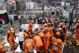Kebakaran di Jatinegara diduga dipicu ledakan ponsel
