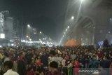 Ribuan orang datangi Pedestrian Sudirman meski asap tebal masih menyelimuti wilayah itu