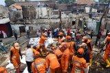Ledakan ponsel dari salah satu rumah diduga picu kebakaran Jatinegara