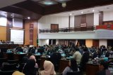 Paripurna penetapan pimpinan DPRD Sumbar ditunda  dua jam